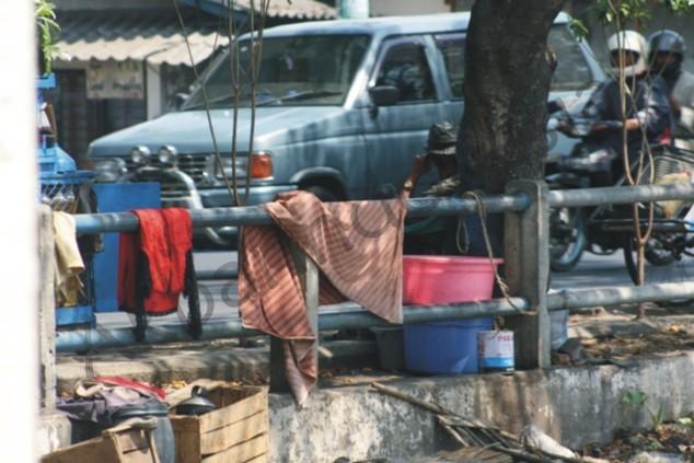 melamun_di_siang_bolongakbarindonesia